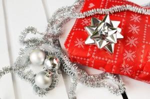 christmas-gift-present-3466-830x550